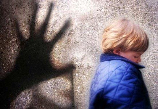 Области пятеро мужчин насиловали мальчиков и снимали детское гей-порно.