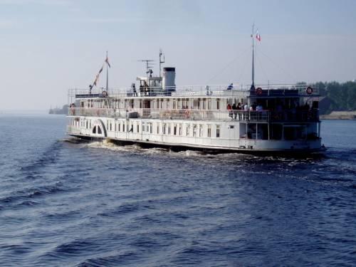 В волжском пароходстве работал до 1969 года на пассажирских перевозках