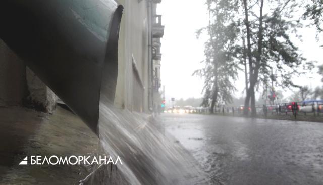 Частые дожди в Северодвинске «смыли» панно на строящемся детском саде