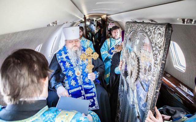 Митрополит Корнилий облетел границы Архангельской области, ставя заслон коронавирусу