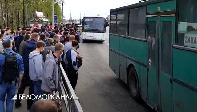 """COVID-19. """"Автобусная толкучка"""" в Северодвинске продолжается"""