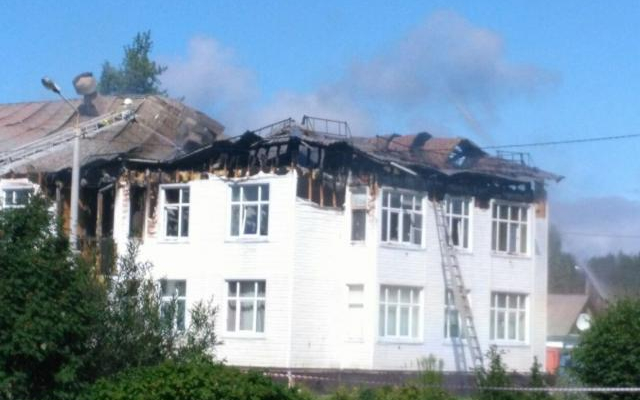 В Северодвинске сгорела кровля у двухэтажной