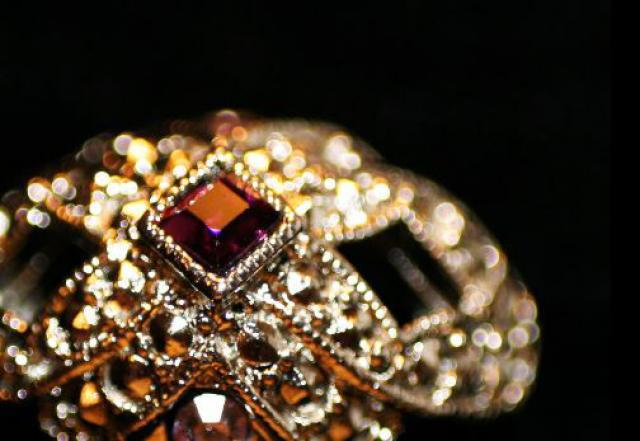 ВСеверодвинске местный гражданин похитил ювелирные украшения практически надва млн руб.