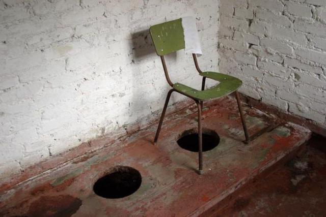 skritaya-kamera-prosmotr-rolikov-tualet