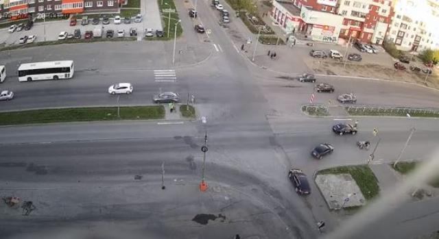В Северодвинске легковушка сбила водителя электросамоката, который гнал по пешеходной «зебре»