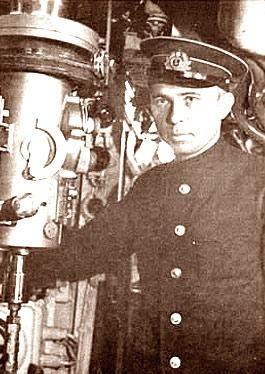 15 (2) января 1913 года - родился легендарный подводник капитан 3 ранга маринеско александр иванович