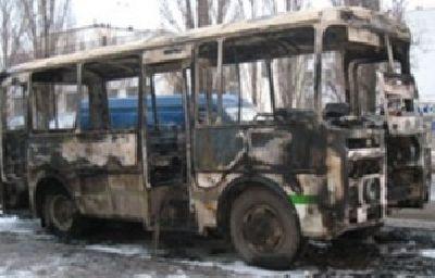 Автобус, который проводил похоронную процессию - загорелся на юге Москвы